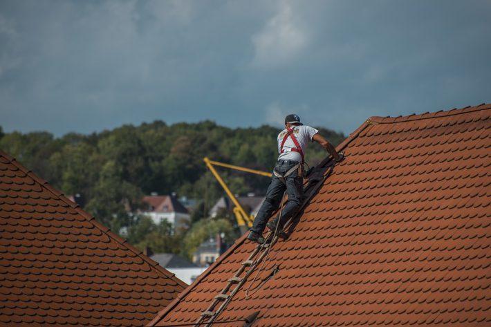 Manieren om je kapotte dak te repareren